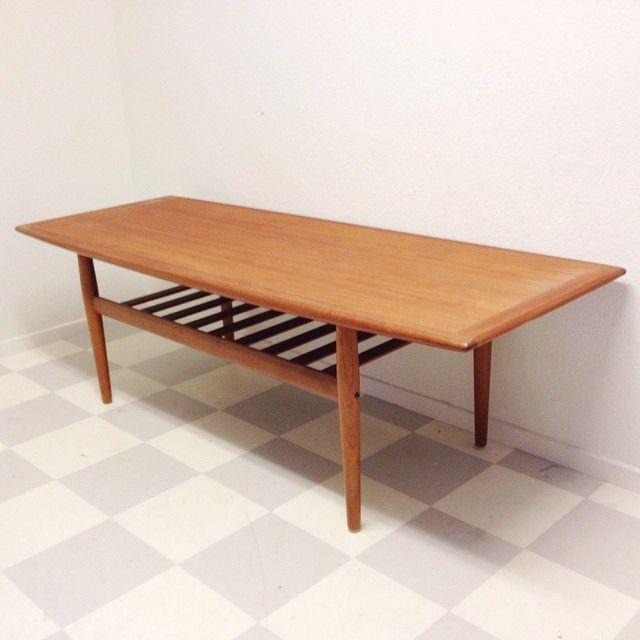 Soffbord Grete Jalk Danmark. 160x58 h 50 cm. Pris 2900 kr. Frakt till Göteborg 650 kr, Danmark