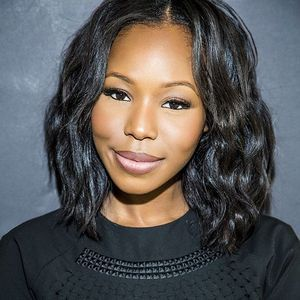 12″ Wavy Wigs For African American Women The Same As The Hairstyle In The Picture