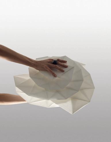 Luci magiche e hi-tech per Artemide  Artemide, collezione IN-EI by Issey Miyake + Reality Lab