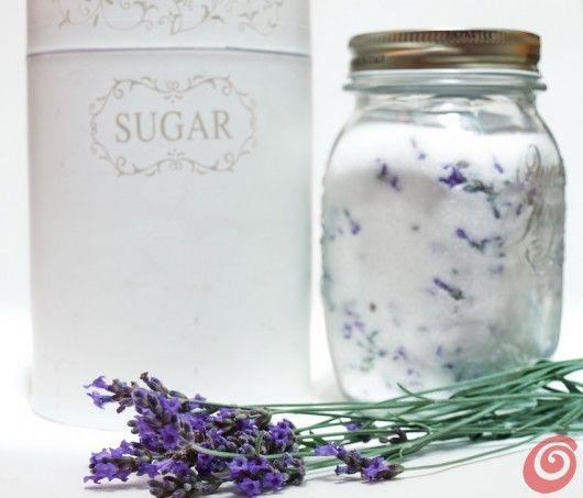 Lo zucchero alla lavanda può essere utilizzato per addolcire il the o le altre bevande calde, oppure per realizzare i cupcake alla lavanda.