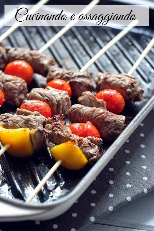 Cucinando e assaggiando...: Spiedini di carne e pomodorini