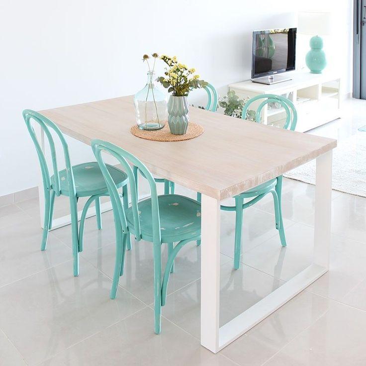 mesa de comedor turquesa