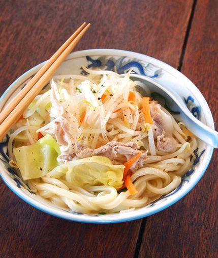 JDAの倶楽部|WEBマガジン|簡単レシピ vol.28/うどんタンメン ミックス野菜まるごと一袋使い切り、野菜たっぷりのタンメン風うどん。 うどんは電子レンジでチンすると、よりコシの強さが味わえます。