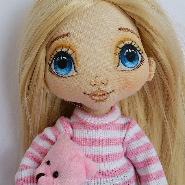 Добрый вечер...как мне она нравится....может самой блондинкой стать? #torrytoys #dollstagram #кукланазаказ #коллекционнаякукла #интерьернаякукла #кукламинск #dolls #textildoll #artdolls