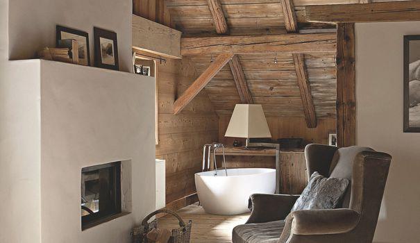 Enveloppés de béton, de plâtre ou de crépi, les meubles en maçonnerie semblent se fondre dans les murs et l'architecture. Voici 4 solutions d'aménagement ou partis pris décoratifs qui, on le parie, vont vous donner des idées.