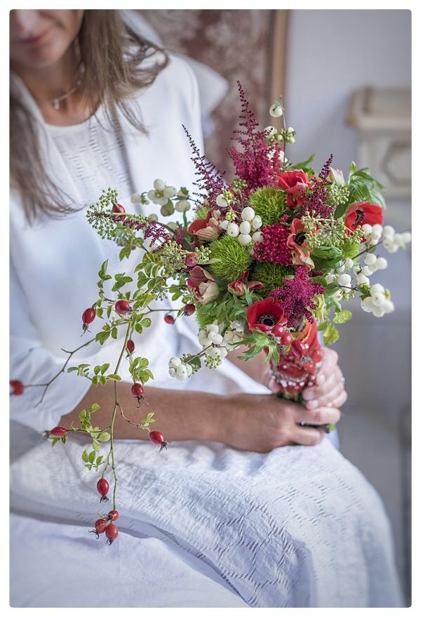 #myrtleandbloom #autumn #bride #winter #red #bouquet #hertfordshire