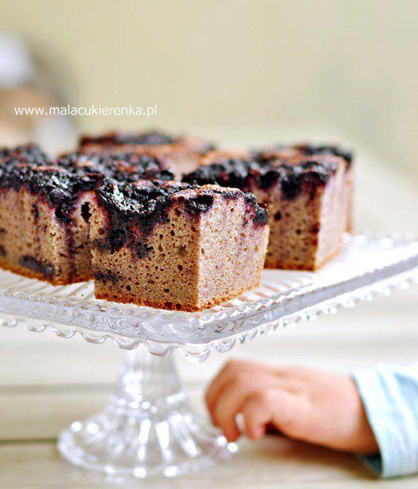 Ciasto wegańskie z jagodami i porzeczką, bez cukru, bez glutenu