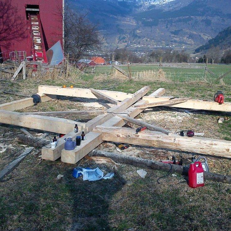"""2 likerklikk, 1 kommentarer – Arild (@a_tuxen) på Instagram: """"#woodenframe #grindbygg #stavbygg #vikings #lavvo Lavvoen i Bø, Vik, Del 4"""""""
