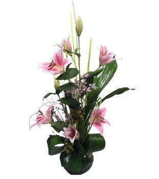 Flores a domicilio. Un espectacular centro de liliums para la última entrada de nuestro blog en la que hablamos de Mandela y su despedida.