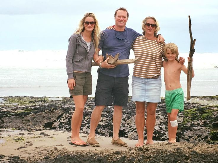 Collecting driftwood at Omapere with the family. Another glorious day in the Far North! www.driftwoodnz.com