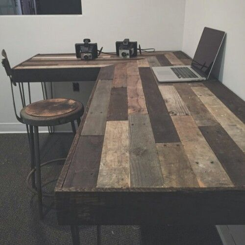 Reclaimed Wood L-Desk ~ WOULD BE AWESOME W/ patterns