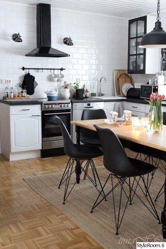 keittiö,remontti,ruokapöytä,inspiroiva koti,ruokatuolit,keittiöremontti,tuoli,matto,tiiliseinä,mustavalkoinen