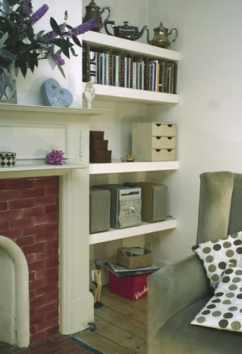Love the floating shelves with no cupboards