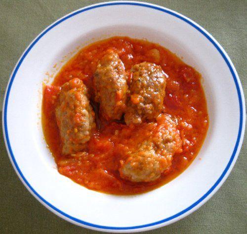 La preparación se transforma en un plato único completo. Con la salsa de tomate conseguimos que las albóndigas de pollo queden completamente jugosas y tengan un sabor delicioso, ideal para los niños.