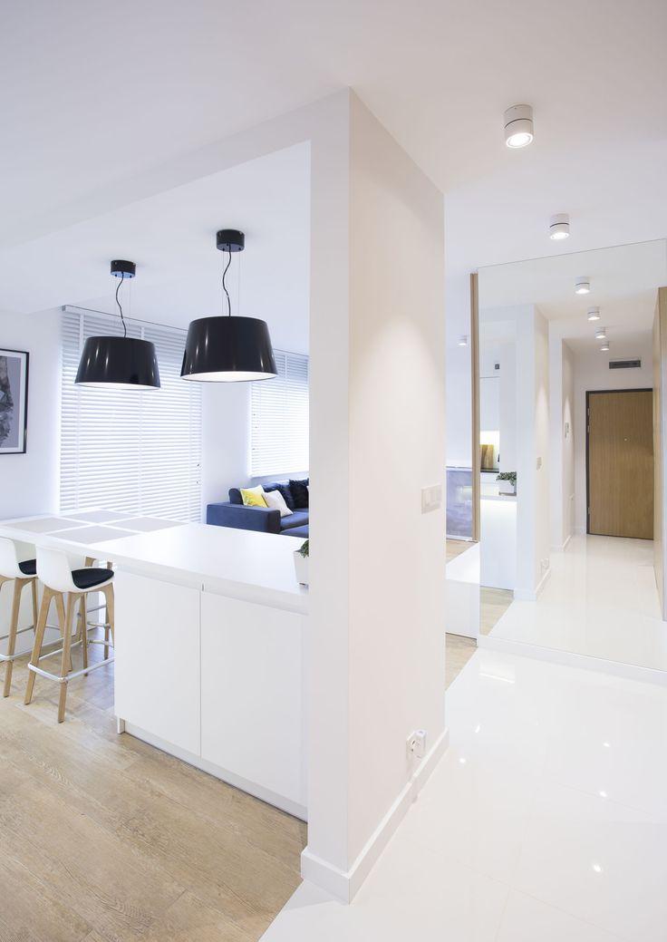 Mieszkanie prywatne, Lublin Oprawy Mistic Broken Matt White Projekt: Beata Jackowska Pracownia Architektury Wnętrz. #salon #światło #biel #oświetlenie #mistic #lighitng #light #lampa #dom #mieszkanie #design