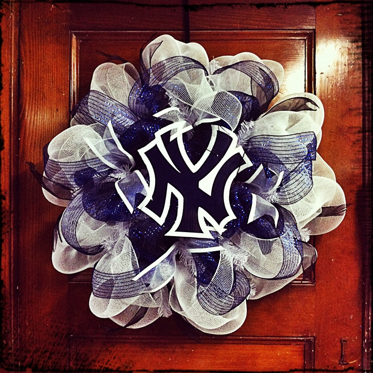 New York Yankees Wreath! I like this and would really like to know   how to make this!!!!!