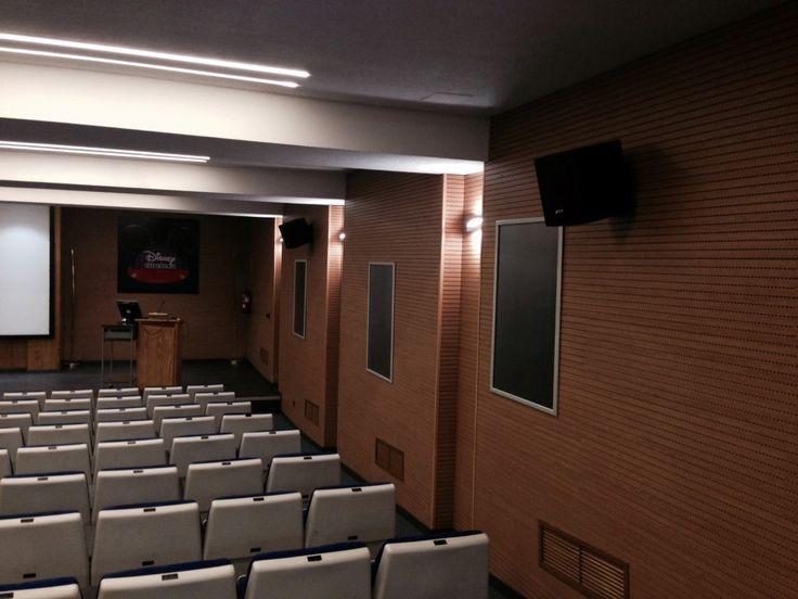 Paneles acústicos para auditorios Cineteca Disney Hospital 12 de Octubre 2