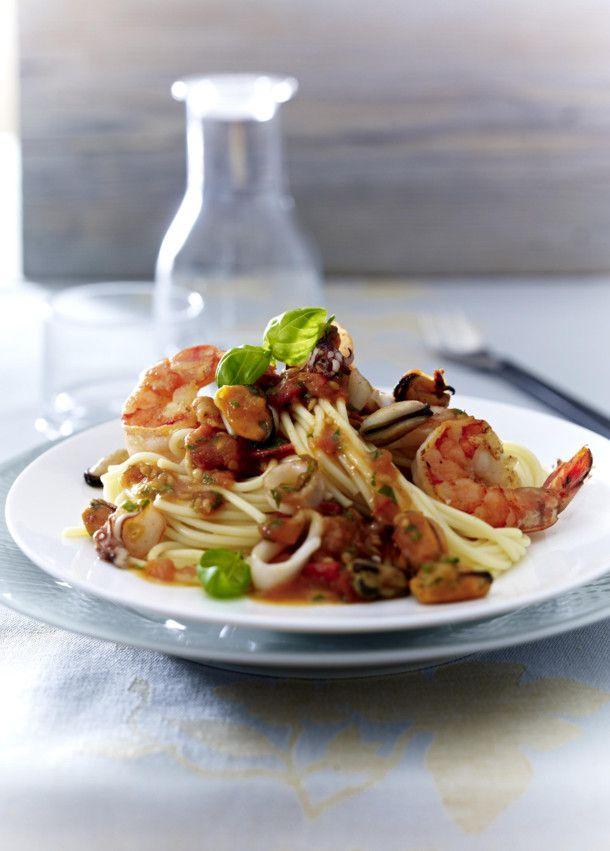 Unser beliebtes Rezept für Spaghetti mit Meeresfrüchten (Frutti di Mare) und mehr als 55.000 weitere kostenlose Rezepte auf LECKER.de.