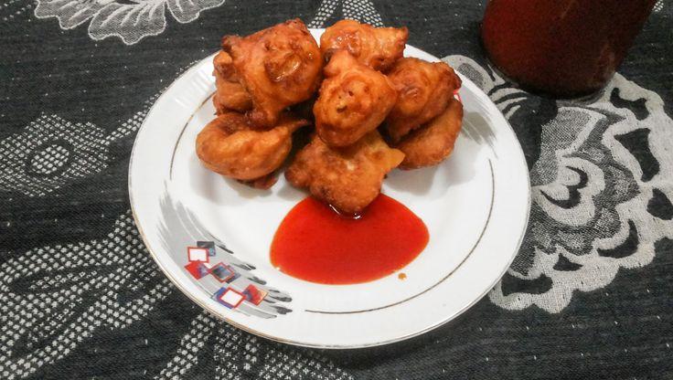 Hot Fluffy Goli Baje, Mangalorean Street Food Recipe http://cookeryatlas.blogspot.com/2015/03/hot-fluffy-goli-baje-mangalorean-street.html
