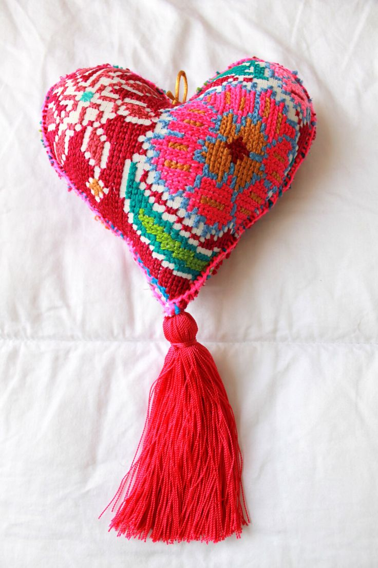 #handmade #felted heart listed in my #etsy store vía @Etsy #folk #etsyretwt #EtsyRT #etsymntt #handmade #craft #crossstitch #stitched #woven #folk #bohemian #heart #walldecor #wallhanging #ornament #interiors