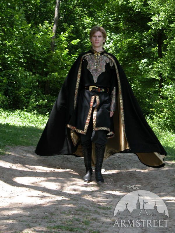 Great soft and worm medieval cloak made of 100% natural wool.