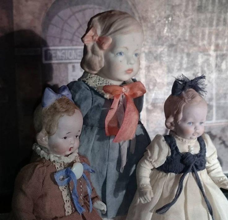 Доброго дня! Пусть новая неделя принесет вам только приятные хлопоты🌷  #антикварка #антикварныекуклы #кукларучнойработы #куколка #фарфороваякукла #одеваемкуклу #фарфор #антик #редкость #ручная_работа работа #dolls #doll #dollstagram #instagramrussia #handicraft #handmadedoll #antique #hertwig #limbach #russia #collectiondoll #collection