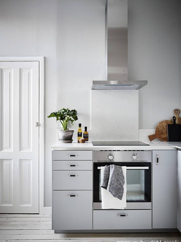 Stylish home in grey Kleine einbauküche, Küchenumbau und