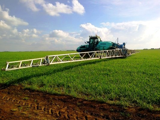 Today a nice pic' of a Berthoud self-propelled sprayer! Find more models of self-propelled sprayer at http://www.agriaffaires.co.uk/used/1/self-propelled-sprayer.html