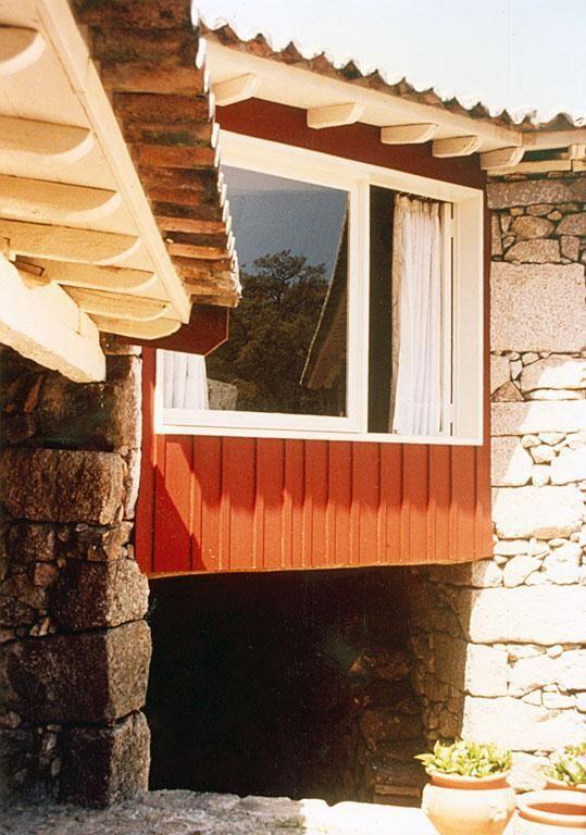 """bernardodias: """" [Fernando Tavora][Quinta da Cavada House][1992][Mies Van der Rohe Prize nominee] """" 1989-1990   Fernando Távora Casa de férias Quinta da Cavada em Briteiros, Guimarães"""