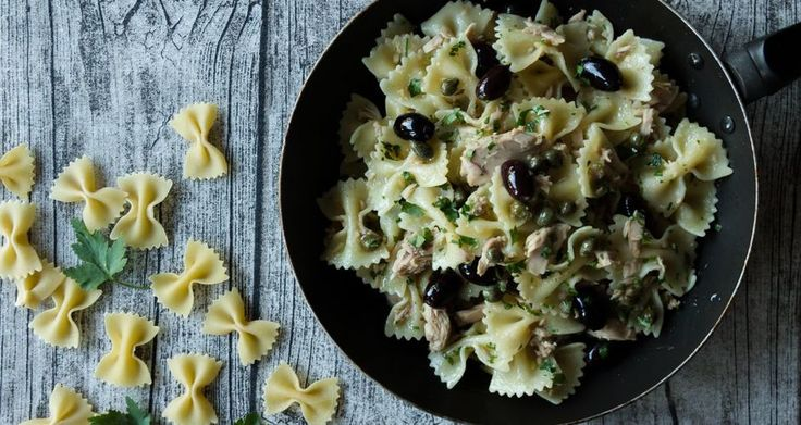 Farfalle pasta with tuna, olives and capers