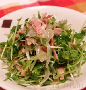豆苗と新たまねぎのさっぱりサラダ
