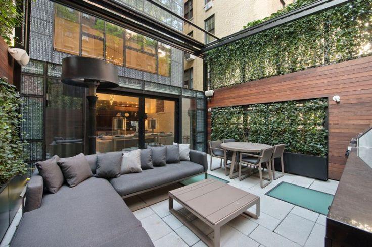 Terrass i penthouse där inredning står i fokus
