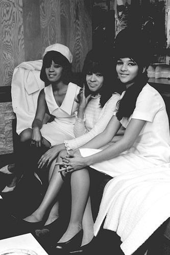 30 Sixties Style Icons | The Ronettes