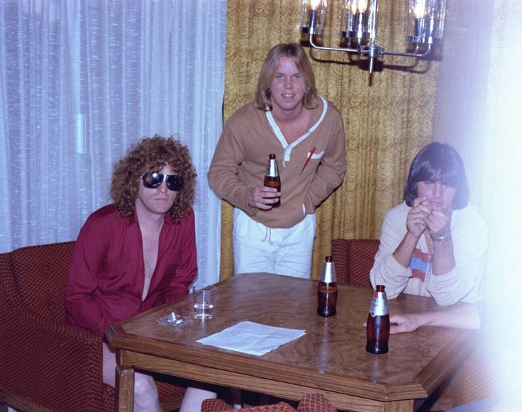 IAN HUNTER - 1978 w/ Scott Stephens & Robert Olshever. RAW POWER Magazine interview. Stephens & Olshever founded RAW POWER in 1977. Interviewing local & national bands  like RAMONES, BLACK SABBATH, CHEAP TRICK, QUIET RIOT,  IGGY POP, RICK DERRINGER, CHERIE CURRIE, TOM PETTY & VAN HALEN. Scott Stephens was lead singer for ELECTRIC WARRIOR.. They also helped bring bands to LA & promote shows.