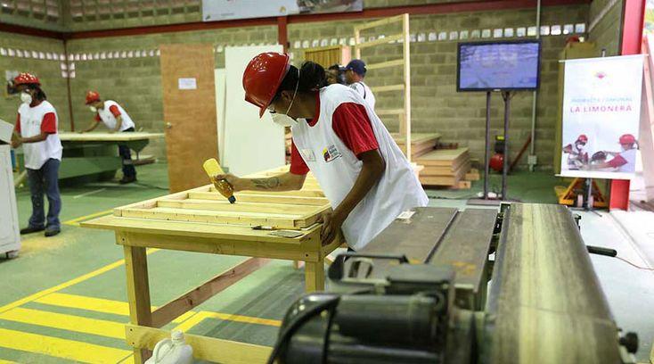 Fabricação de móveis com sistema de manufatura enxuta