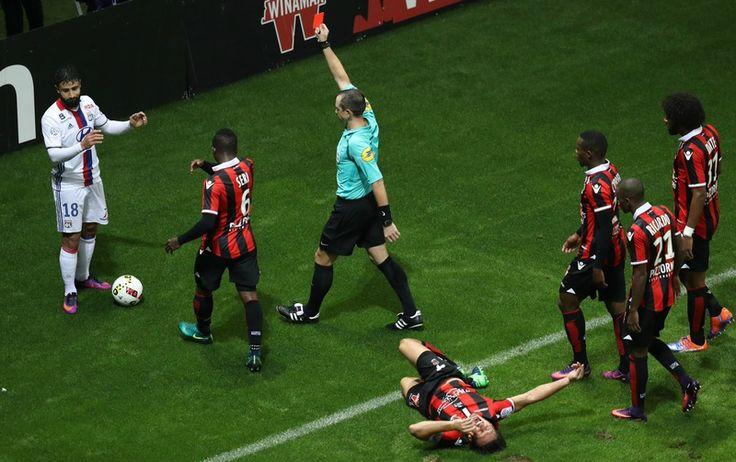 Vidéo : Carton rouge Nabile Fékir lors du match Nice - Lyon ! S.M. in love!