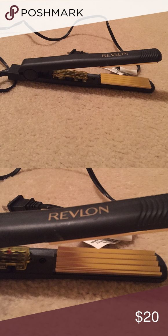Revlon Crimping Iron! Fully functional crimping iron. Like new! Offers welcome! Revlon Other