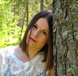 MiruMaru MiruMaru blogin takaa löytyy villasukkia ja sadepäiviä rakastava kahden lapsen kotiäiti Mira-Marie. Ikuinen runotyttö kirjoittaa elämästään keltaisessa rintamamiestalossa. Tarinoita elämästä, rakkaudesta ja haaveista. Blogi täyttyy iloisista DIY- ohjeista, raikkaista väreistä, kotoilusta ja hyvästä tuulesta. Uusimmat viestit MiruMaruRead More →