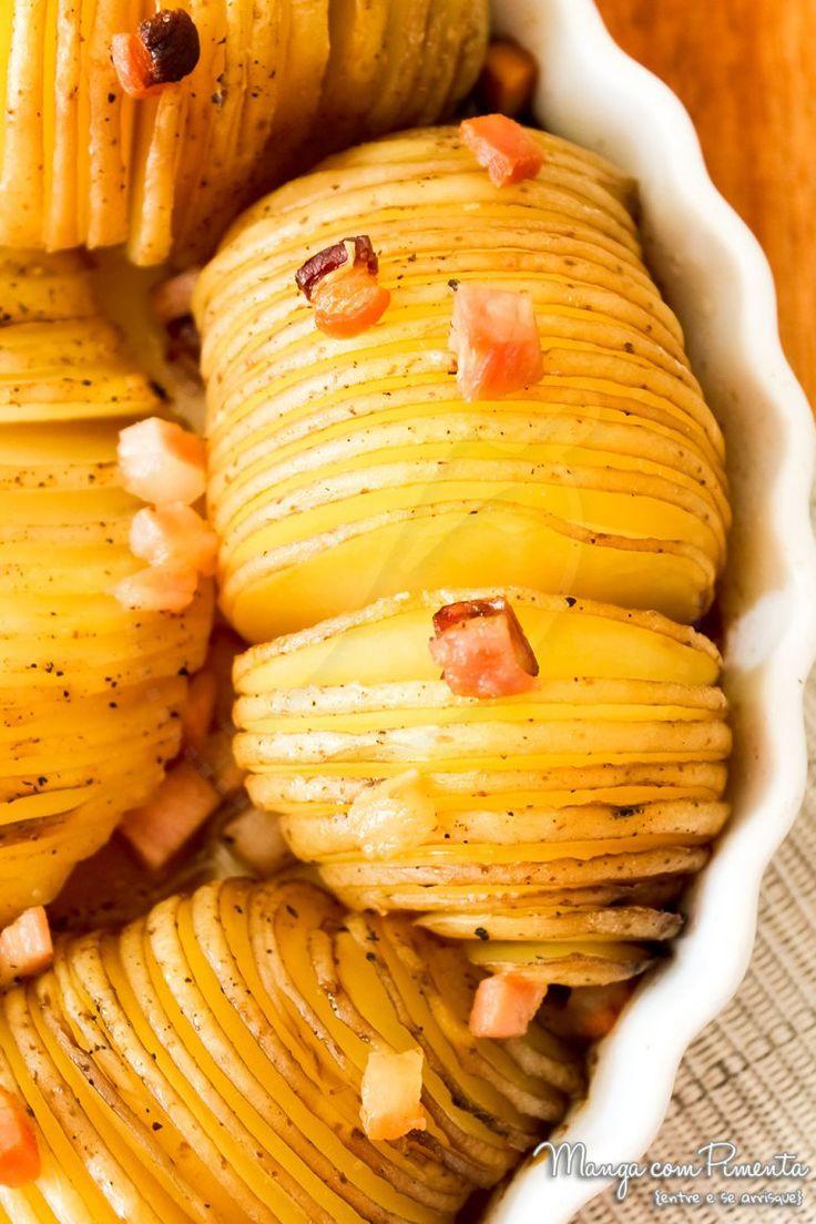 Batata Assada Crocante - Perfeito para ser servido com qualquer prato com carne. Clique na imagem para ver a receita no blog Manga com Pimenta.