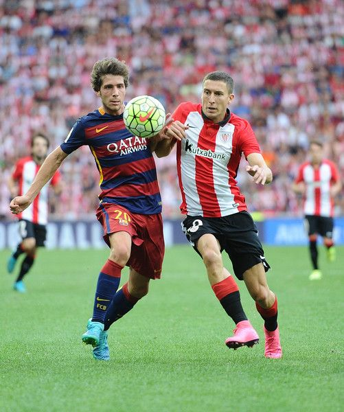 Sergi Roberto of FC Barcelona battles for the ball against Oscar de Marcos of Athletic Club during the La Liga match between Athletic Club and FC Barcelona at San Mames Stadium on August 23, 2015 in Bilbao.