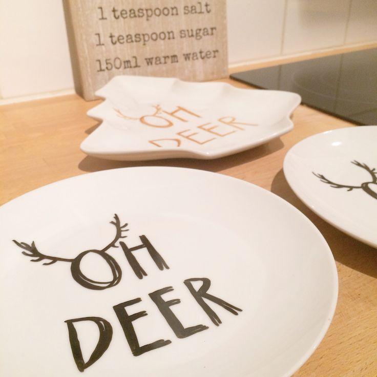 Bordjes bewerkt met porselein stift met de tekst 'oh deer' | plates with porcelain paint | oh deer | diy