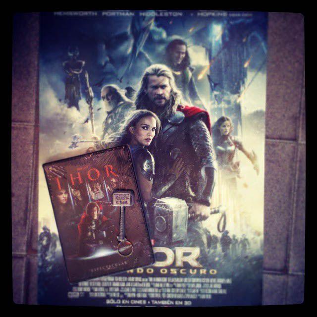 "Thor DVD + Llavero Mjolnir + Mini poster ""Thor: The Dark World"""