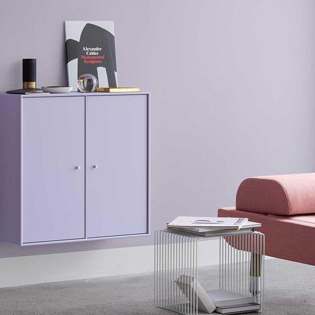 The classic 1118-module in the colour Violetta and the Panton Wire in Snow. #montanafurniture #danishdesign #pantonwire #panton #designclassic #furnituredesign #livingroomdecor #homedecor #interiorinspiration #designdanois #inredningsdesign #wohninspirati