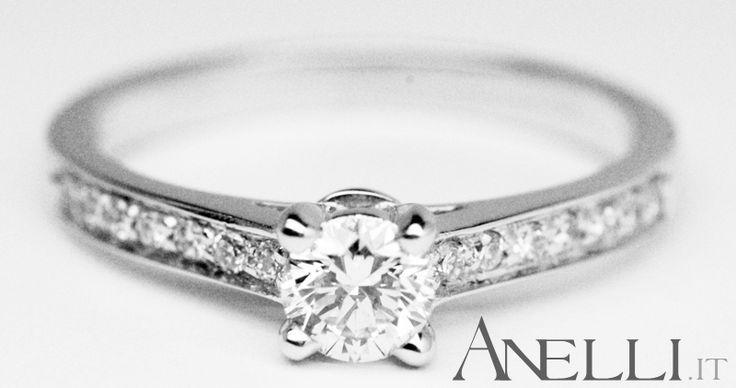 Stupendo! Il più richiesto nel 2012.. http://www.anelli.it/it/anelli-con-pietre-preziose-varie/anelli-pave-di-diamanti/anello-elegante-con-diamante-solitario.html