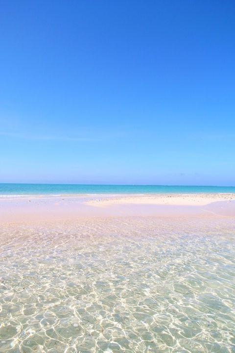 【写真】干潮の時だけ現れる真っ白な砂浜「幻の島」へ上陸 | 沖縄県 | トラベルjp<たびねす>