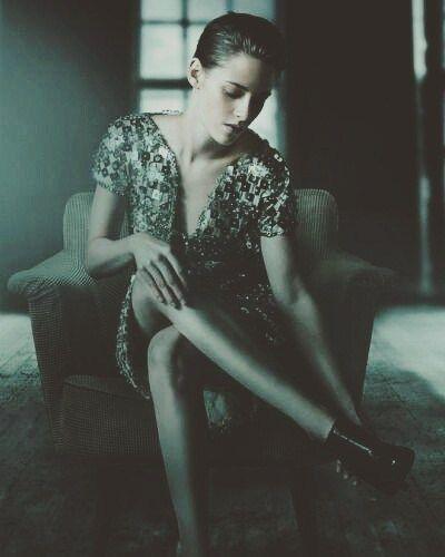 """Crítica ao puta filme """"Personal Shopper"""" com a atuação incrível de Kristen Stewart  O quanto o mundo atual tenta te condicionar a ver um padrão do correto? Um padrão para beleza? Um modo de vida? O quanto ele tenta fazer você dia após dia ter inveja? (Não no sentido próprio da palavra. Mas como forma de almejar algo que muitas vezes não é o que teu subconsciente quer para ti mesmo)  Em """"Personal Shopper"""" vemos um enredo que mistura o sobrenatural com o real. Ao meu olhar é uma história…"""