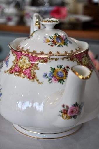 Lady Carlye Pink Floral China Teapot
