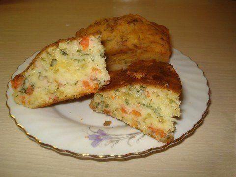Простейший наливной пирог на кефиреИнгредиенты:- 2 яйца- 1,5 стакана муки- 1 стакан кефира- пакетик разрыхлителя- соль, сахар по вкусуДля начинки:- 100 г малосоленой семги- 50 г сыра- немного свеже…