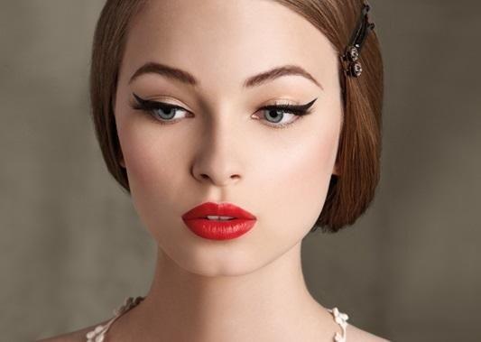 Cómo maquillarse estilo pin up. La estética pin up, propia del glamour de los años cuarenta y cincuenta, sigue presente en la moda actual y así lo vemos en personalidades famosas como es el caso de Dita Von Teese o Katy Perry. Si te...