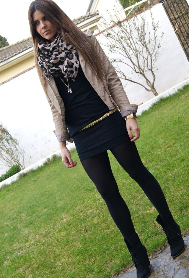 Total outfit negro que alarga la figura, combinalo con chaqueta cammel y foulard a juego para alegrarlo.